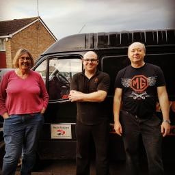 man with a van hull and another happy customer