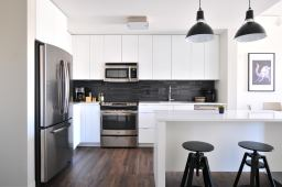 Local_cleaners_house_cleaning_kitchen_after_sold