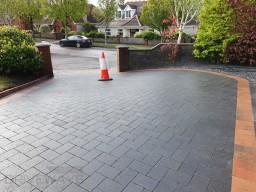 Cobble Stone Paved Driveway