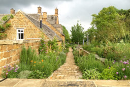 An Oxfordshire country garden