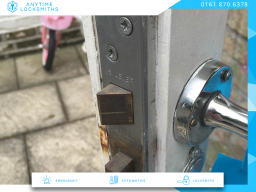 emergency locksmith Oldham
