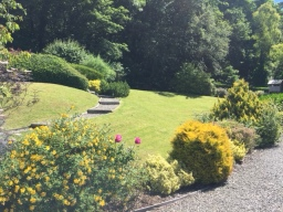The Old Mill Holiday Cottages - Landscaped Grounds