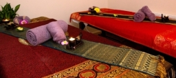 Massage Bed Decor in Couples Room