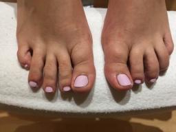 Pink Gel toe Nails