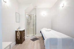 Artisa Spa massage rooms fitted with shower.