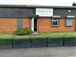 Hedged In Bespoke instant artificial hedge trough