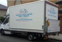 luton van , moving van