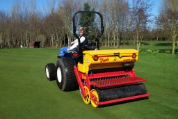 Reseeding a green with the Vredo disc seeder