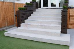 Patio and steps in resin bound stone