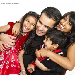 family-photography-leicester-kids-zig-zag