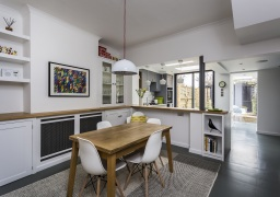 Bright kitchen extension