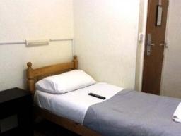 Single room at Holly House Hotel London