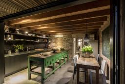 Miner's Cottage II - kitchen