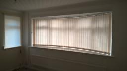 Curved vertical blinds