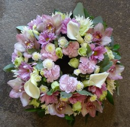 We make personalised funeral tributes for you.