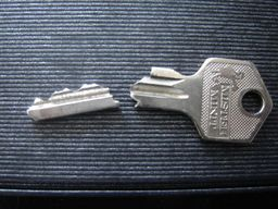 locksmith manchester broken key