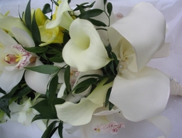 126 2686   Wired Orchid and Calla bouquet