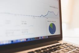 Google-Anlytics-improving-ranking-laptop-screen